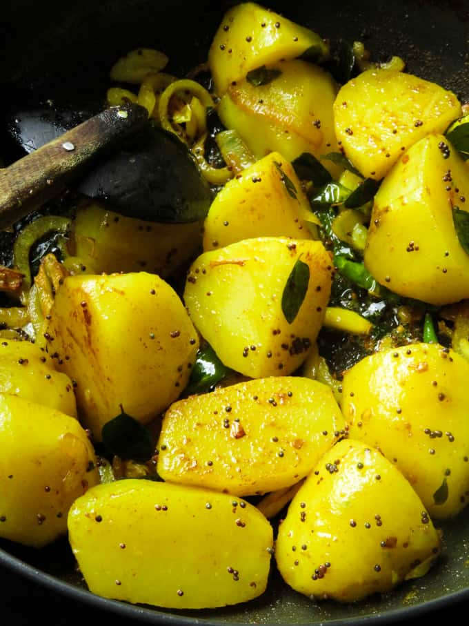 Tempered mustard and potatoes for the potato curry.