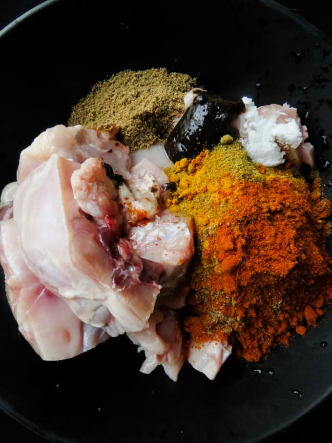 bowl of chicken with marinating curry powders.recipe on islandsmile.org.