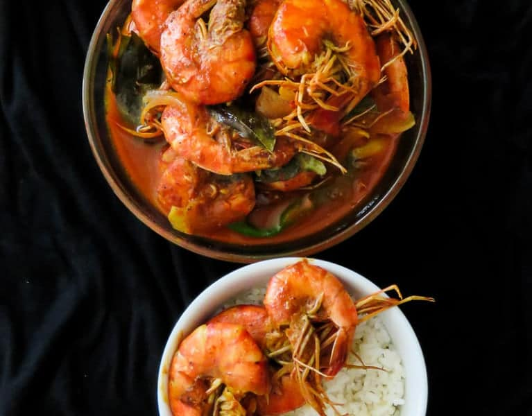 SRI LANKAN PRAWN CURRY COOKED IN COCONUT MILK AND SERVED WITH HOT RICE, THIS MILDLY SPICED SEAFOOD DISH IS A MUST TRY-islandsmile.org
