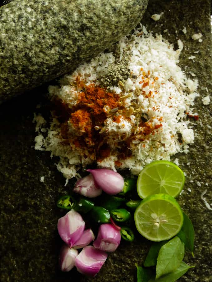 image of ingredients needed to make coconut sambol(pol sambol).