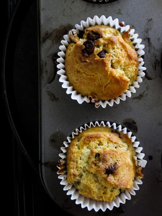 how-to-make-soft-chocolate-chip-muffins-islandsmile.org