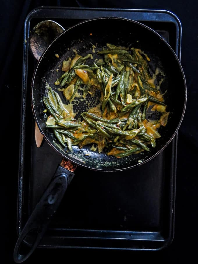 Sri Lankan string bean curry- a vegetarian, coconut milk based dish without the usual heat. healthy, Low-carb, gluten-free, vegan, try this bean curry for a side dish.. #green bean #srilankan #vegan #vegetarian #glutenfree #bonchi #curry #bean