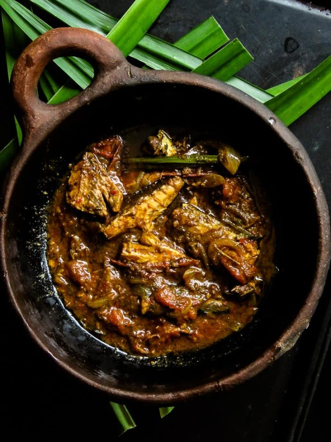Give that boring canned fish in your shelf a new taste with this Sri Lankan version of a curry created using tinned fish. #fish #curry #spicy #tinfish #jackmackerel #cannedfish #srilankan