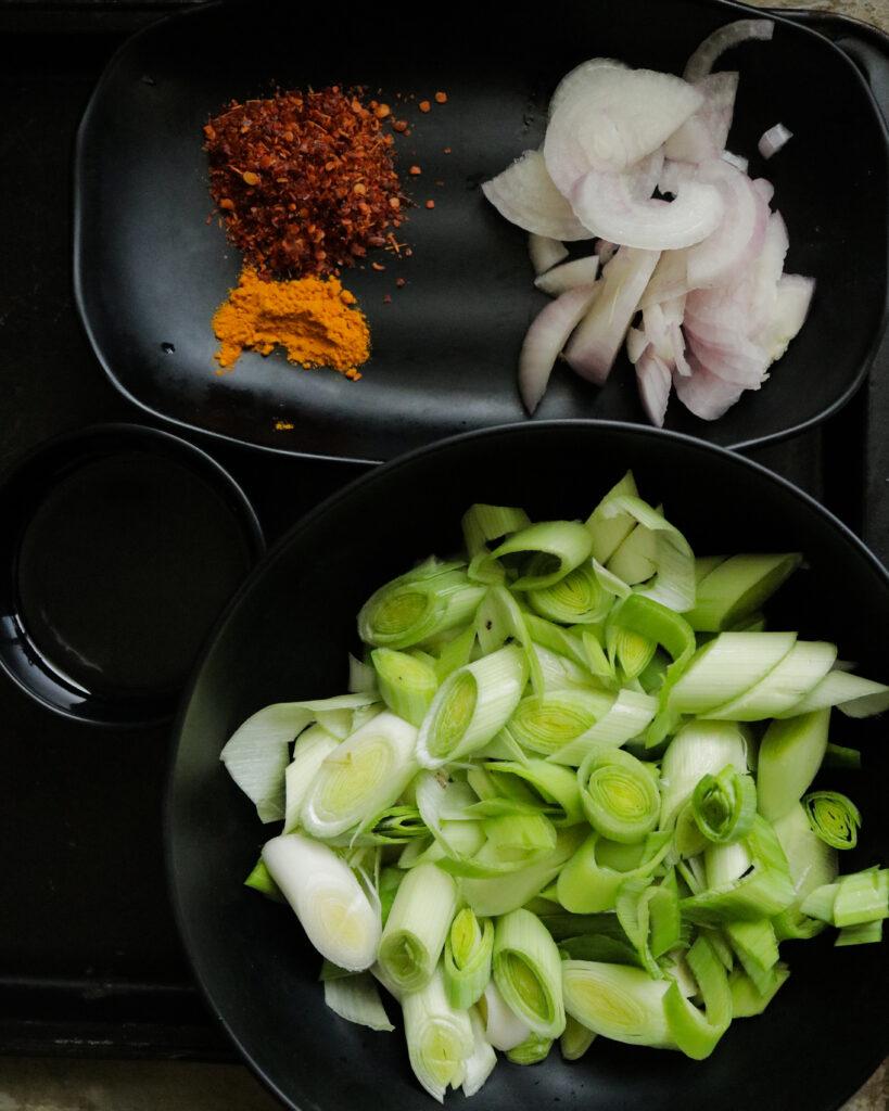 ingredients to make leeks curry.