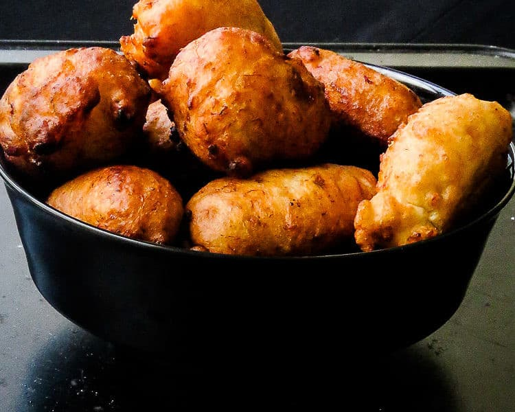 DEEP FRIED BANANA FRITTERS ARE A QUICK WAY TO REPLACE YOUR USUAL  DOUGHNUTS. RAIN OR SHINE, THESE FRITTERS MAKE THE PERFECT COMFORT DESSERT FOR THE FAMILY.