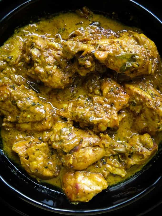 Black pepper chicken marinated in yogurt-spice. a fragrant chicken curry dish with a deeply satisfying gravy so thick, a second serve is a must.#chicken #curry #glutenfree #lowcarb #indian #dinner #lunch