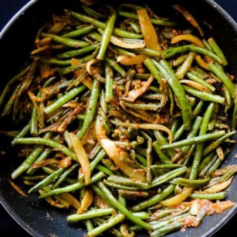 Sri Lankan spicy green beans stir-fry(bonchi thel dala). A vegan Sri Lankan stir-fry recipe you can cook in 30 minutes.