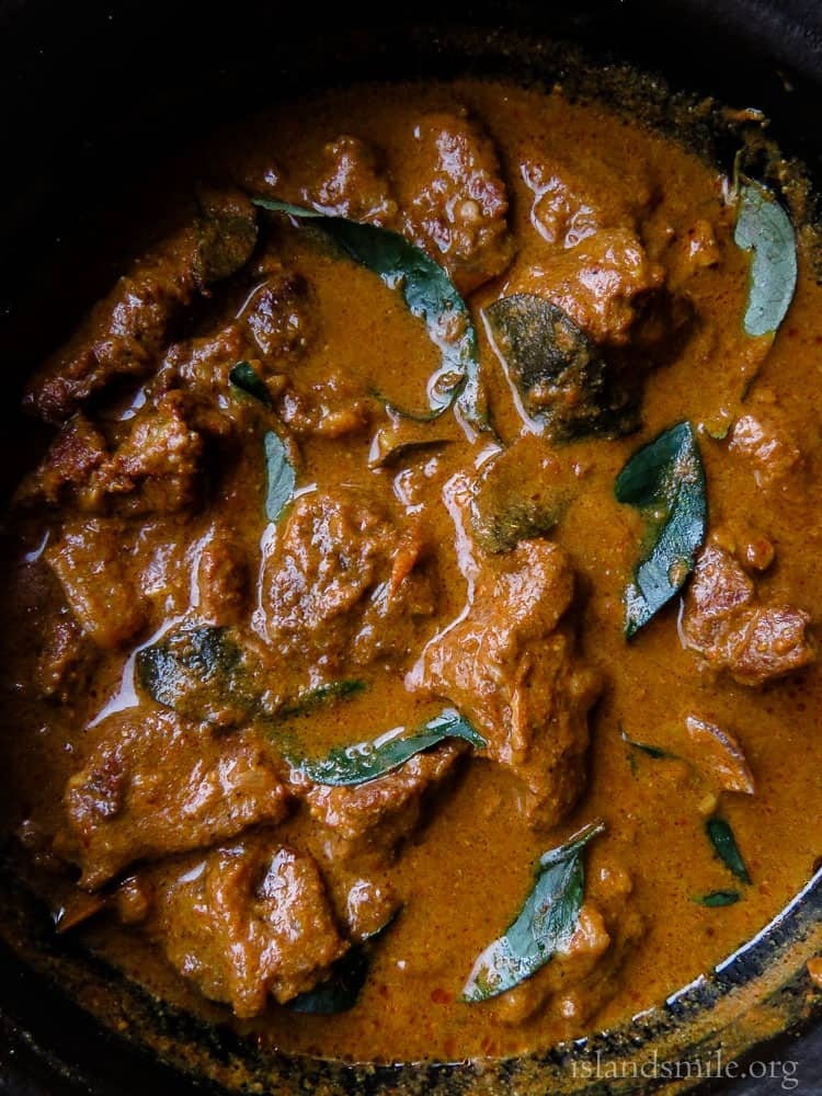Sri Lankan beef curry- There's a reason why I think my grandmother makes the best beef curry. it's all about slow cooking the beef in spices and coconut milk, giving it the most delicious texture and taste.#beef #slowcooked #curry #srilankan #glutenfree #lowcarb #meal #onepot. islandsmile.org
