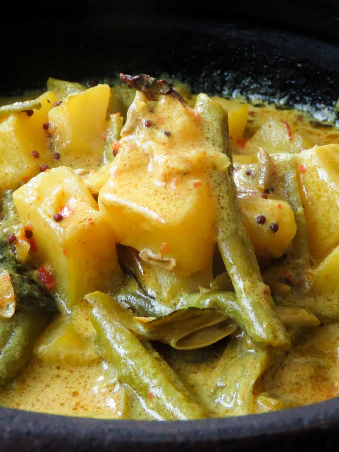 Creamy potato and bean curry, yet another vegetarian dish you can use for your Sri Lankan inspired meals. gluten-free, low-carb meals-islandsmile.org
