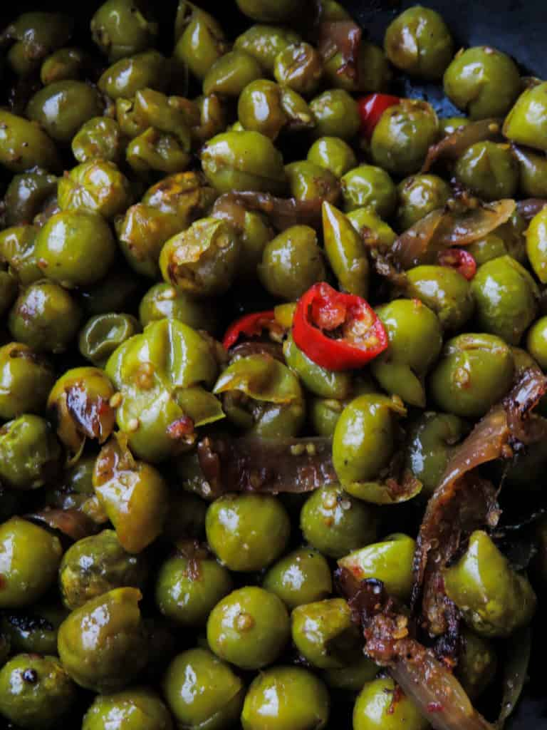 Sri Lankan thibbatutempered(turkey berry)-add a healthy, tempered wild eggplant curry for your next meal. you can add fried sprats, scrambled eggs, dry fish and even dried prawns to make the dish slightly different every time you make it-islandsmile.org