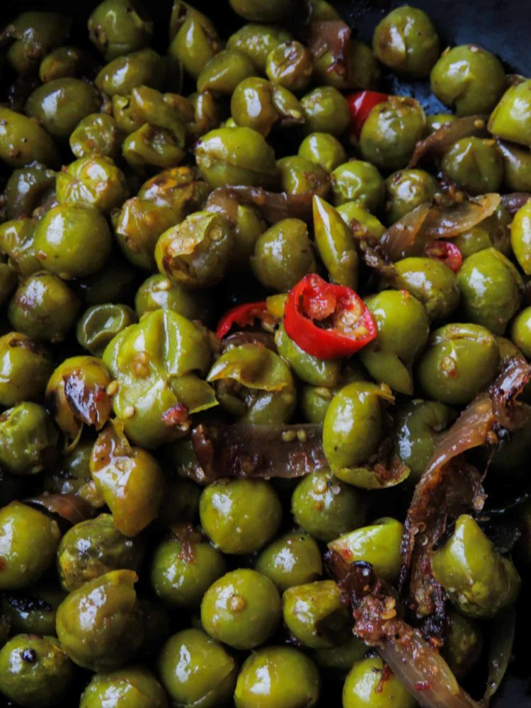 Sri Lankan thibbatu tempered(turkey berry)-add a healthy, tempered wild eggplant curry for your next meal. you can add fried sprats, scrambled eggs, dry fish and even dried prawns to make the dish slightly different every time you make it-islandsmile.org