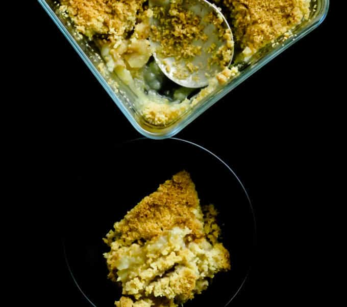 No oats apple crisp(easy American dessert). Sliced apples sprinkled with cinnamon and sugar then packed with a layer of butter and flour crumble baked to golden brown perfection