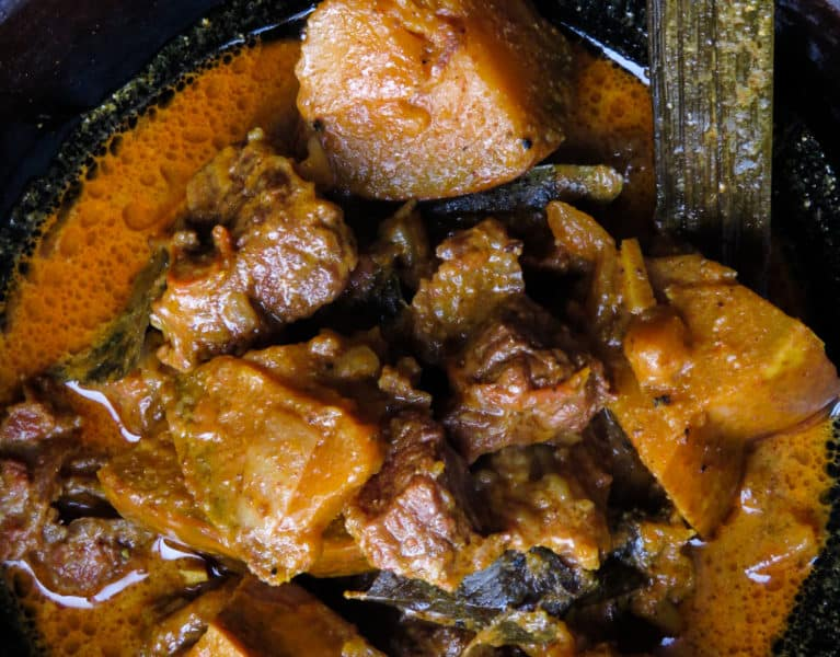 Sri Lankan beef and pumpkin curry- part stew for your crusty bread or a curry for your rice, either way, you'll enjoy a clay pot full of delicious gravy, tender beef and pumpkin cooked in Sri Lankan spices-islandsmile.org
