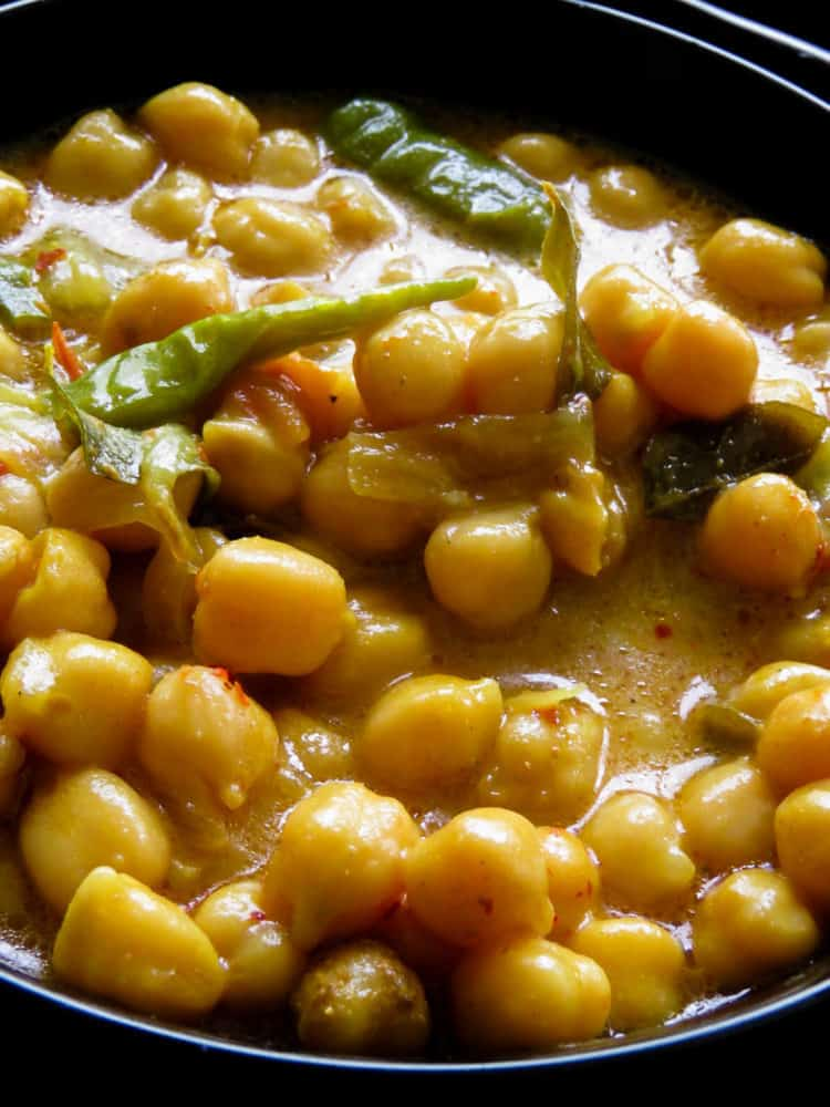 Sri Lankan vegetarian chickpea curry also known as kadala curry - An easy dish to cook up for your meals. lankan spices, coconut milk based gravy, the dish makes a good substitute for dhal(parippu) curry.