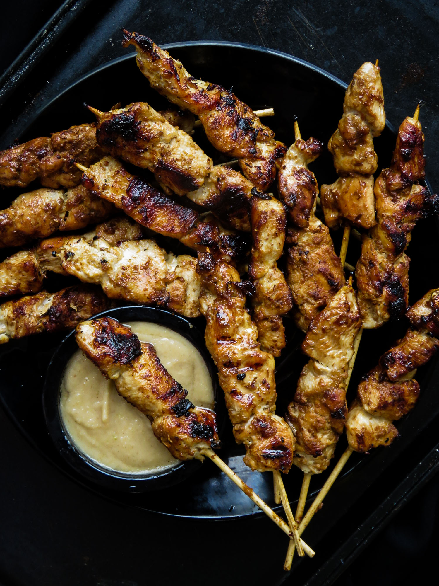A guide on how to make chicken satay at home over a stovetop grill pan .