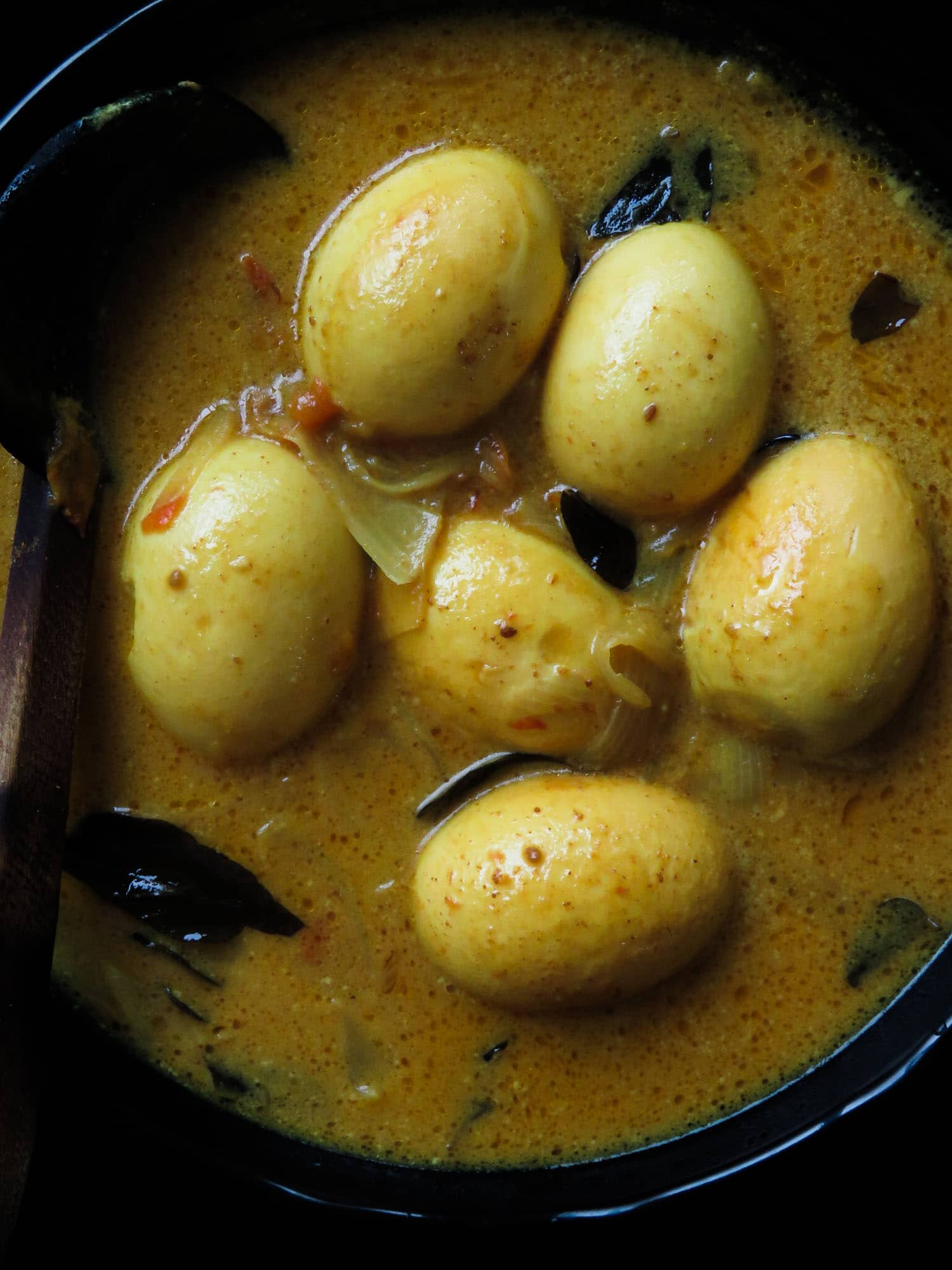 Easy Sri Lankan egg curry- start with the gravy and then drop a few hard-boiled eggs. It's that easy. #egg #srilankan #curry #glutenfree #breakfast #lunch