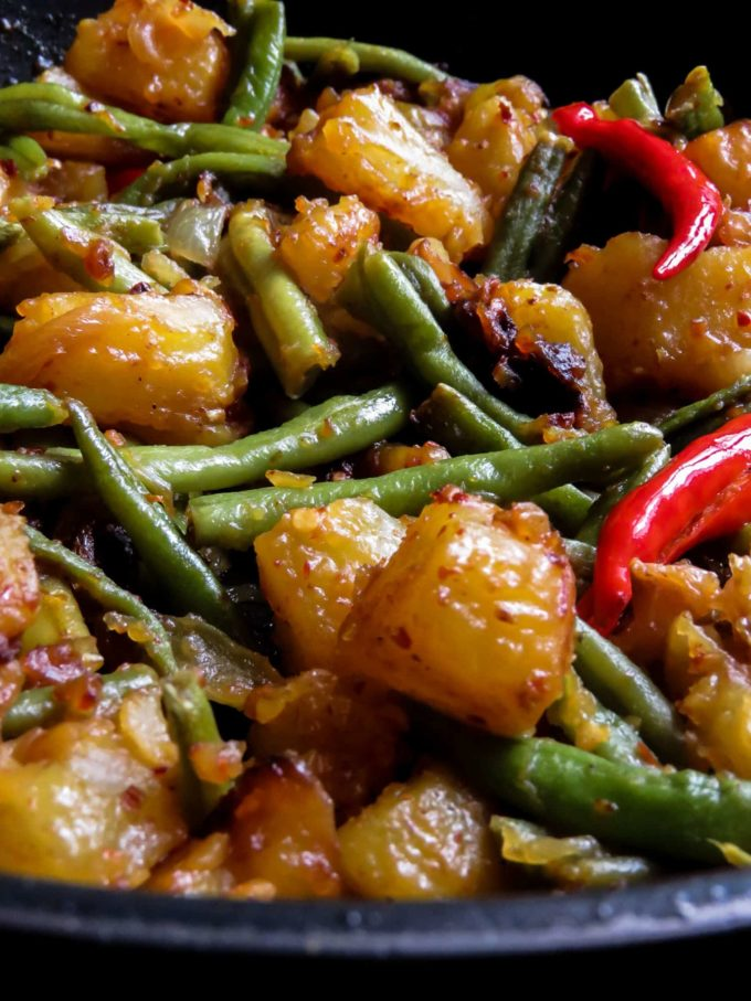 Sri Lankan spicy potato, green bean stir-fry- spicy, budget-friendly, vegan, vegetarian side-dish you can prepare to accompany any meal.