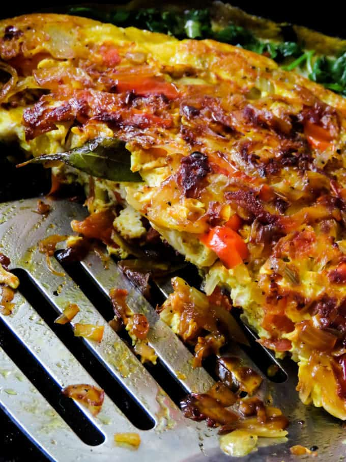 Sri Lankan spicy breakfast omelette/omelet- start your day healthy with an easy skillet breakfast dish. crispy edges and a few extra ingredients make this dish an amazing substitute to try.