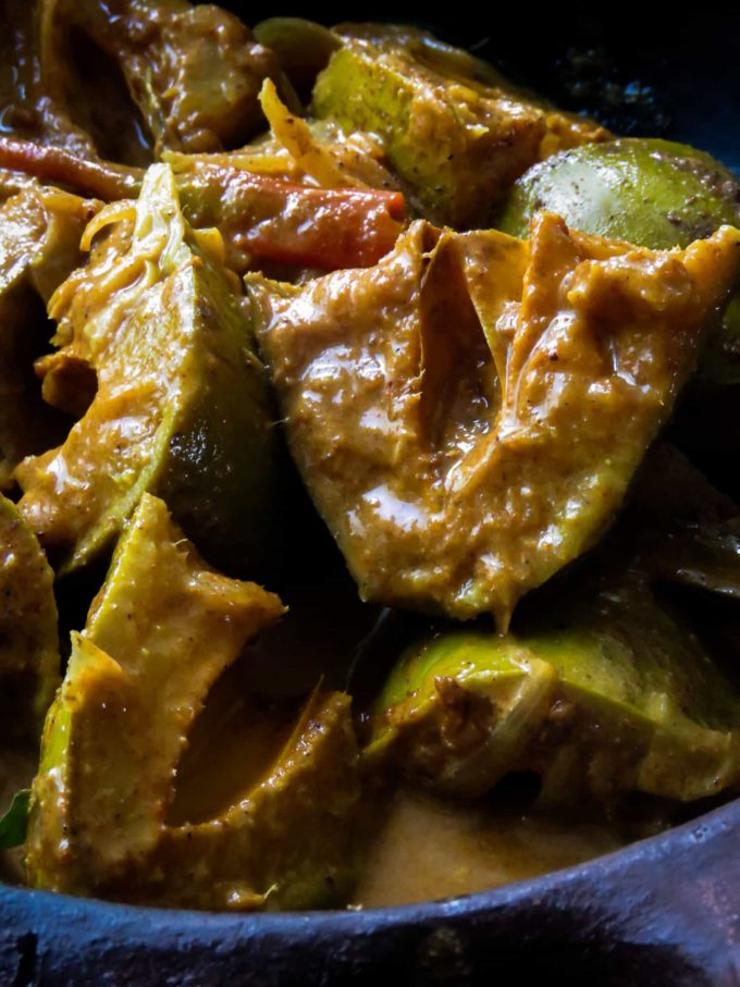 a sour mango curry cooked in the sinhalese way.