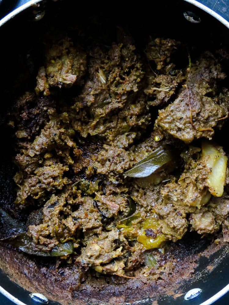 What to do with your leftover curries/gravy(theecha curry)- Ever wondered what to do with all the leftover gravy and curries? Well, this is how you turn a mix of leftover curries to a thick spread which can be used on toasts or to make a few quick sandwiches.