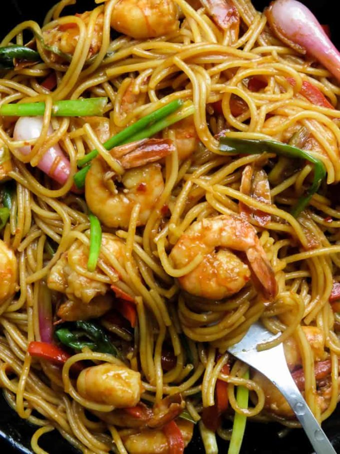 Sriracha shrimp stir-fry noodles, an amazingly easy two in one recipe that fixes your need for a spicy seafood dish that turns into a simple one-pot dinner.#shrimp #sriracha #seafood #pescatarian #food #dinner #glutenfree #noodles.
