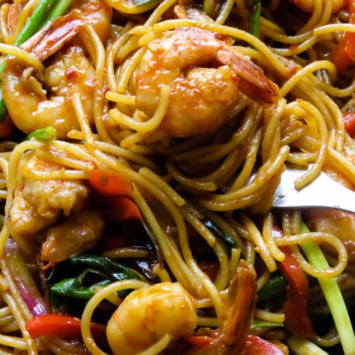 Sriracha shrimp stir-fry noodles, an amazingly easy two in one recipe that fixes yourneed for a spicy seafood dish that turns into a simple one-pot dinner.#shrimp #sriracha #seafood #pescatarian #food #dinner #glutenfree #noodles.