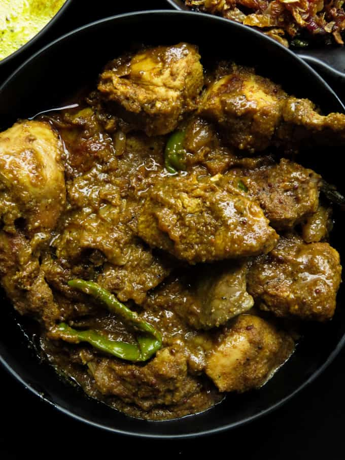 Another Sri Lankan chicken curry recipe for you. what's special about this chicken curry is the gravy. it's made with a combo of toasted coconut and raw rice with a few spices making the gravy. #curry #srilankan #spicy #onepot #dinner #lunch.
