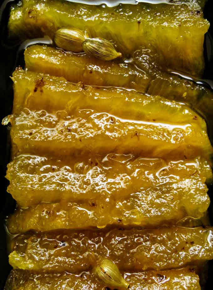 Cooked Pineapple in aromatic sugar syrup.