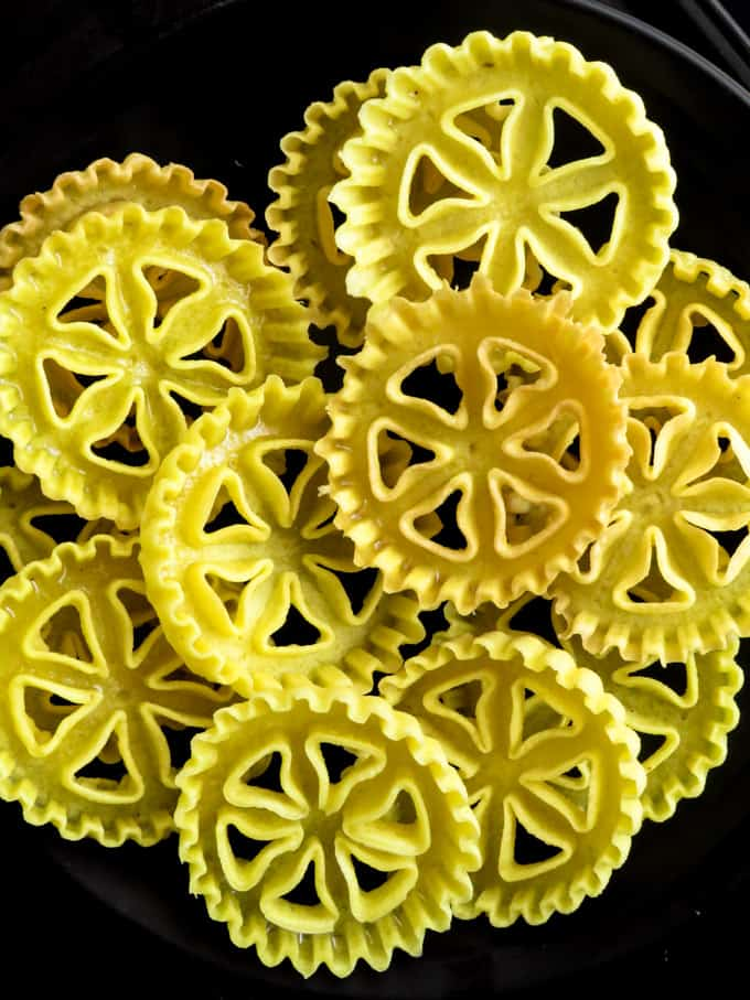 A step by step guide on how to make kokis(rosette cookies). A traditional Sri Lankan savoury treat that adorns the table of every Sinhalese/Tamil new year table.