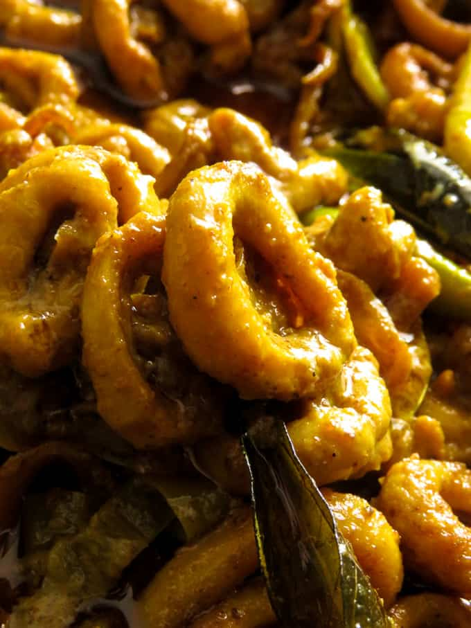 Calamari(squid) curry or as we call it dallo curry. A Sri Lankan seafood recipe you are going to love making for friends and family.