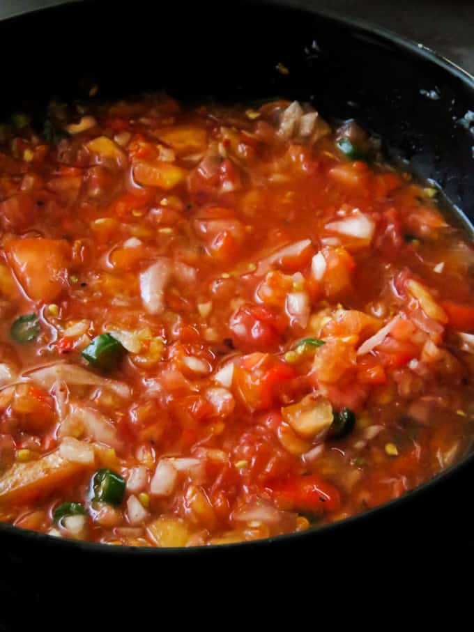 spicy tomato-onion salsa for your appetizers.