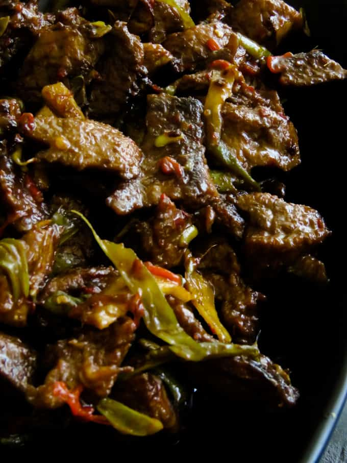 crispy beef stir fry in ginger-pepper sauce. Soy sauce marinated beef slices, fried until they turn crispy then cooked in ginger-pepper sauce to give you a tasty beef stir fry to enjoy with a bowl of rice or noodles.