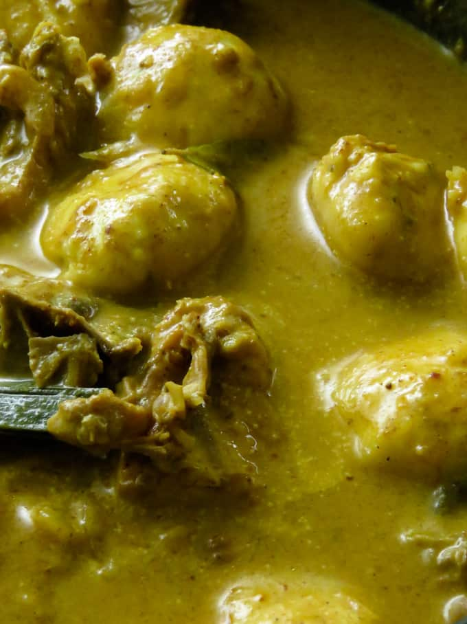 chicken and dumplings curry(thakkadi). A chicken and dumplings recipe for those of you who would love a curry version. For this chicken and dumplings recipe, I'm using a chicken curry recipe with Sri Lankan curry powders with a gravy made up of thick coconut milk.