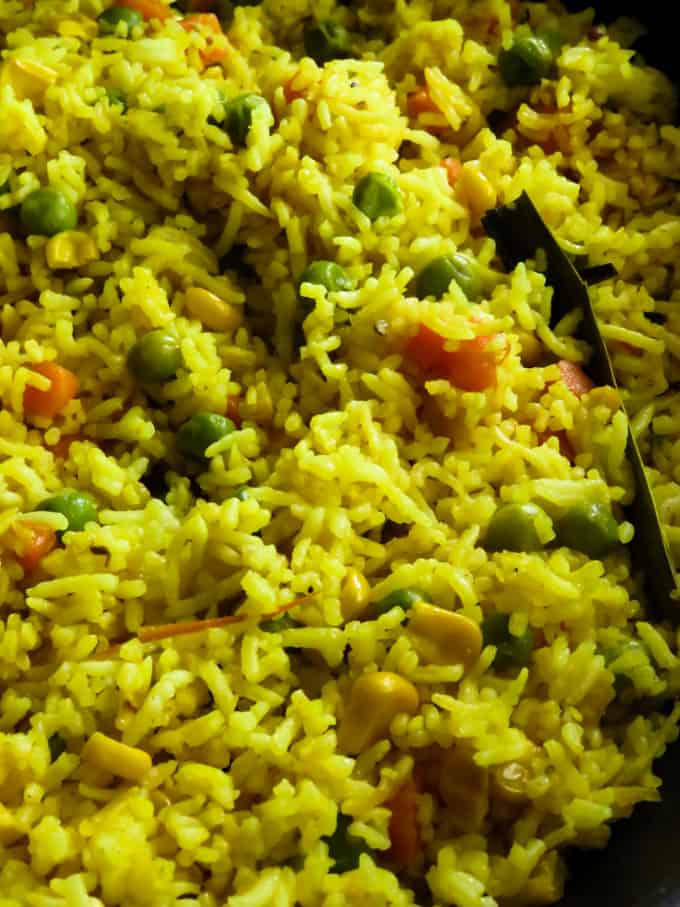 fragrant mixed vegetable rice with pandan leaves.