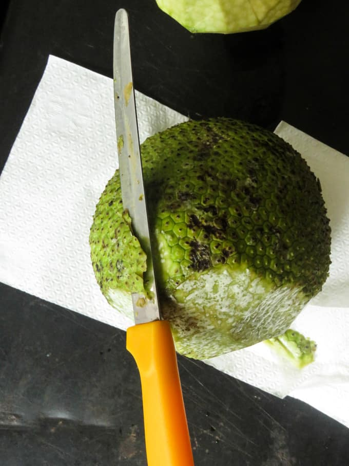 how to cut the skin of breadfruit image.
