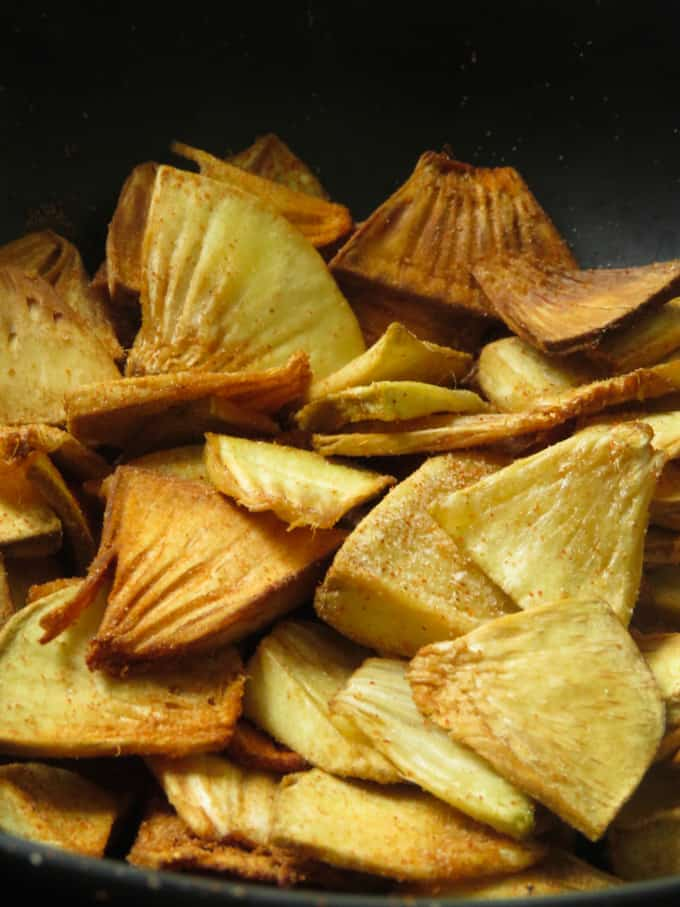 spicy breadfruit chips image.