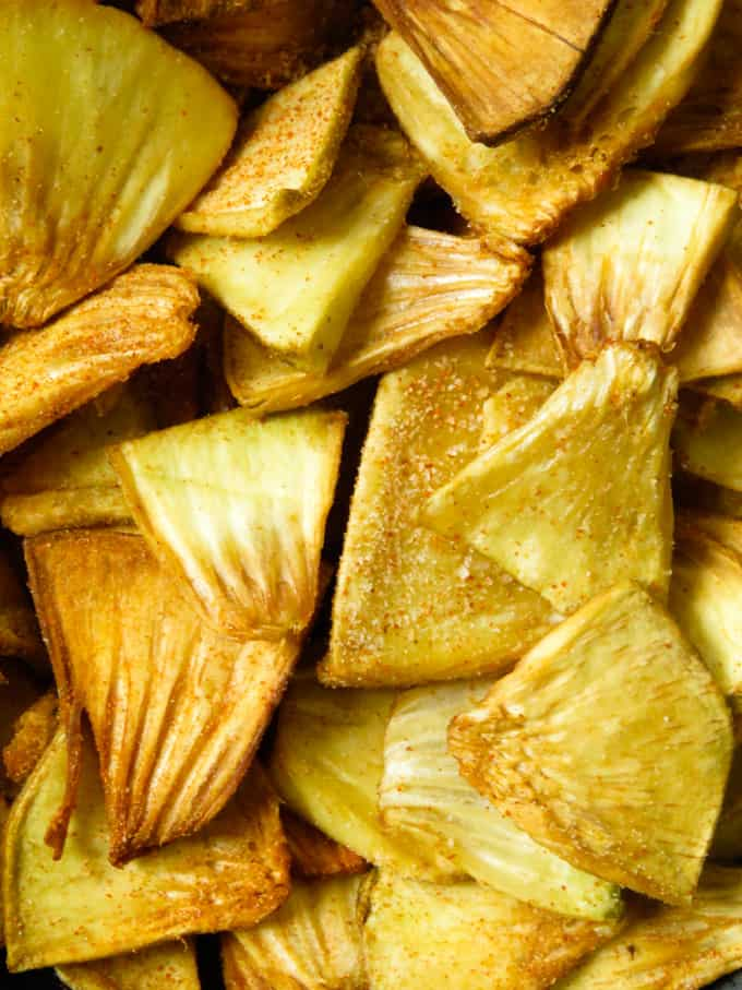 spicy sri lankan breadfruit chip snack image.