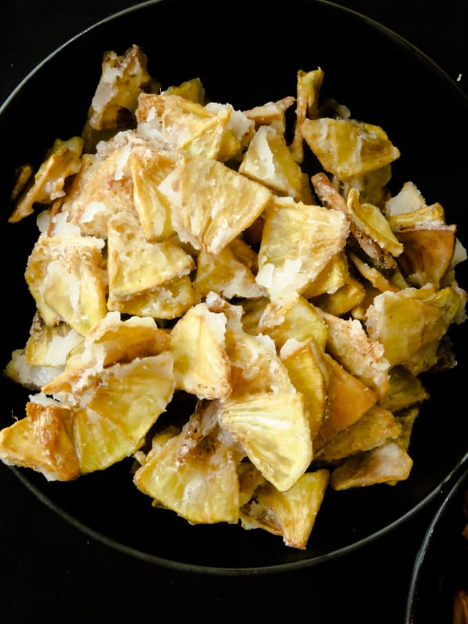bowl of sweet breadfruit chips .