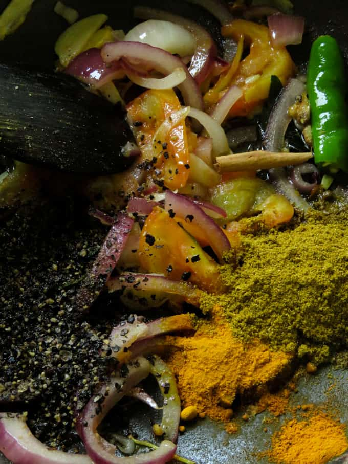 tempered spices for the canned pepper fish curry.