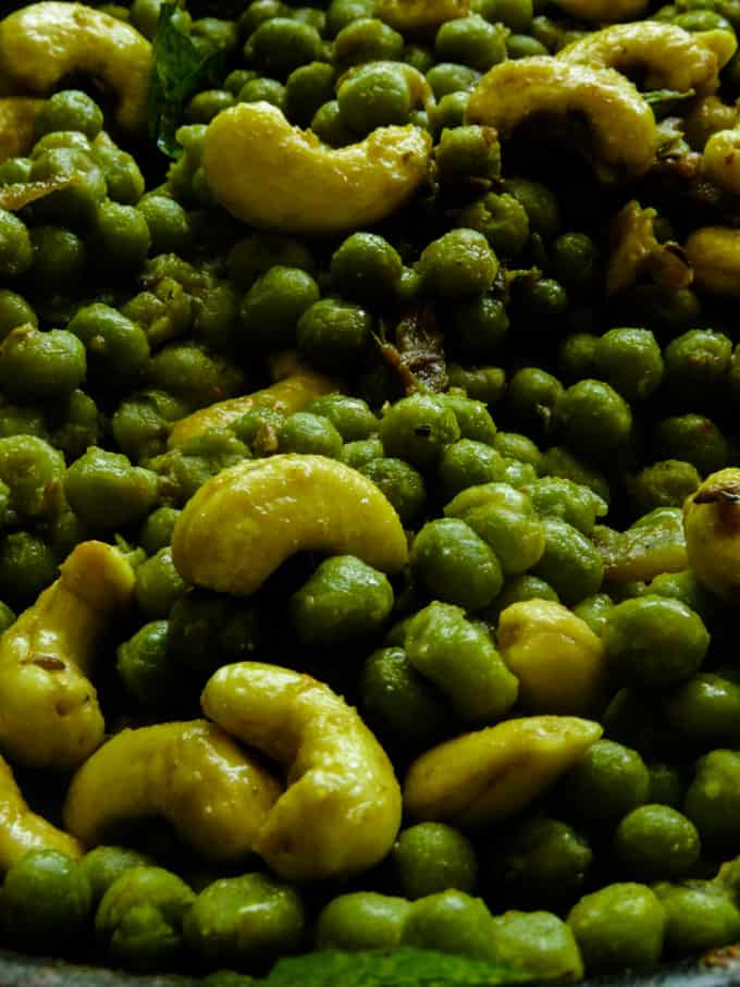 completely cooked Sri Lankan cashew and green peas curry.