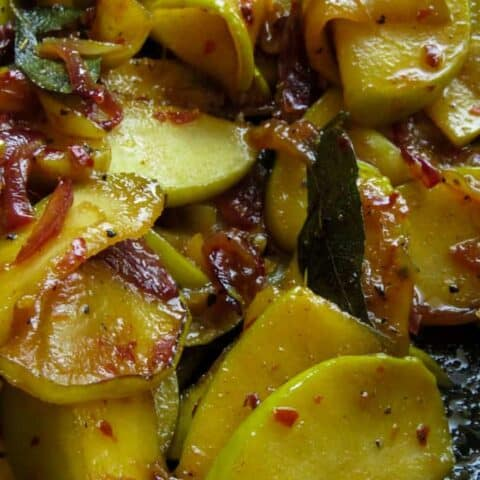 slices of apples stir-fried with onions and turmeric powder.le stir-fry