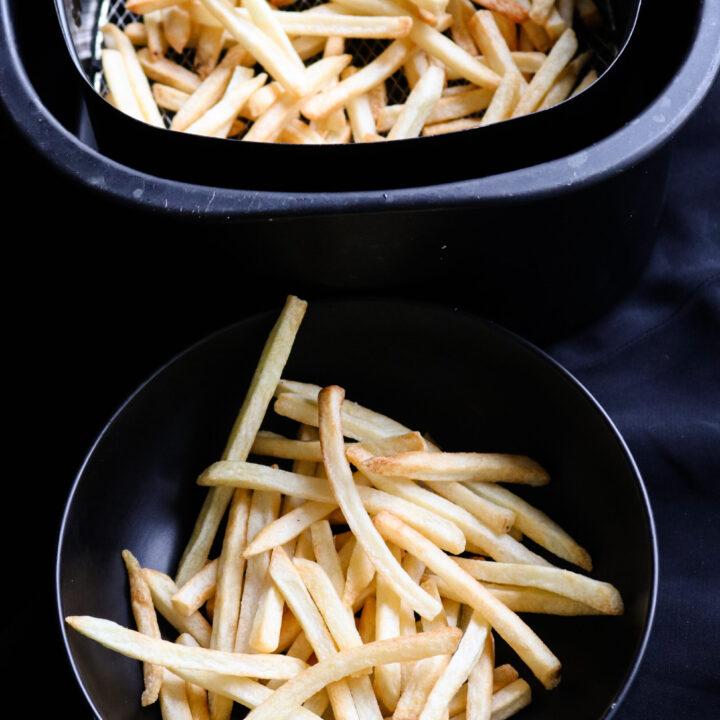 air fryer frozen fries.